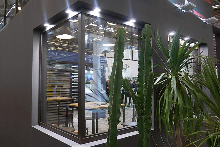 d couvrez la fen tre fixe d 39 angle en aluminium cuzco actualit s produits actualit s. Black Bedroom Furniture Sets. Home Design Ideas
