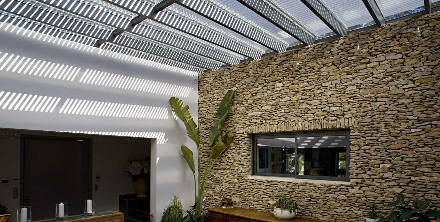 verri re aluminium tanagra mur rideau alu menuiserie alu profils systemes. Black Bedroom Furniture Sets. Home Design Ideas