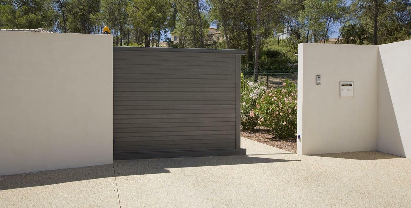 portail aluminium contemporain shar pei portail alu menuiserie alu profils systemes. Black Bedroom Furniture Sets. Home Design Ideas
