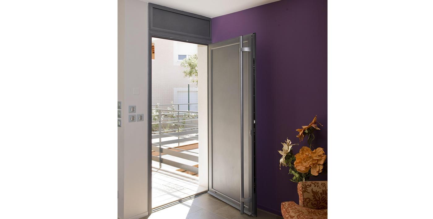 Porte toundra khan s rie 318 portes traditionnelles for Porte fenetre aluminium tunisie